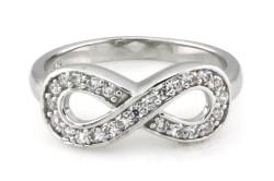 Серебряное кольцо бесконечность с камнями