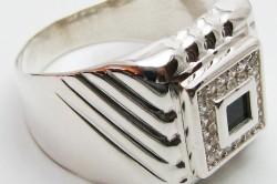 Мужская печатка из серебра с черным цирконом