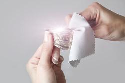 Чистка серебра фланелевой тканью