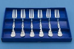 Серебряные вилки на хранение в шкатулке