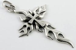 Подвеска из серебра в виде креста.