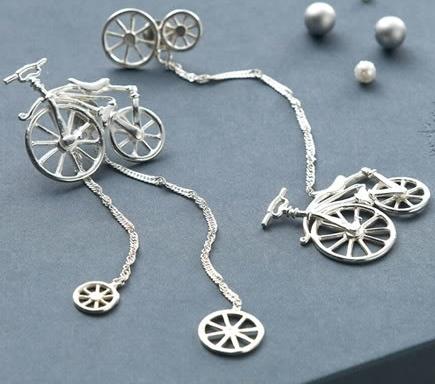 Необычное украшение выполненное из серебра