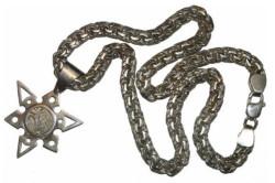 Потемневшее серебряное украшение