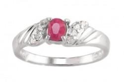 Узкое серебряное кольцо с маленьким рубином