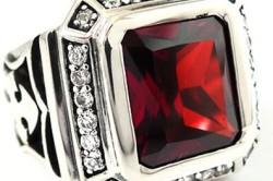 Мужской серебряный перстень с рубином