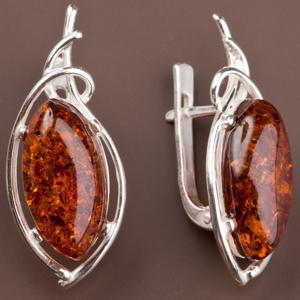 Серебряные серьги с красным янтарем