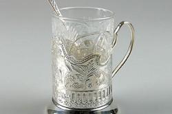 Стакан с серебряной ложечкой