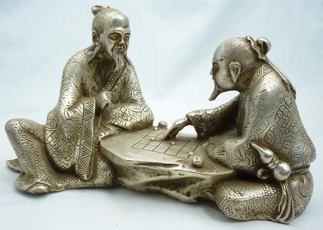 """Статуэтка из тибетского серебра """"Старцы за шахматной доской"""""""