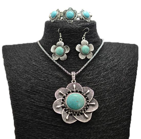 Комплект украшений из тибетского серебра с бирюзой