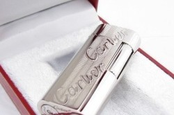 Серебряная зажигалка «Cartier»