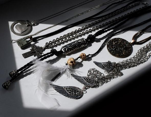 Серебряные талисманы на шею