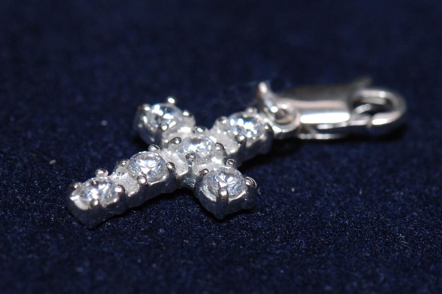 Серебряная подвеска в виде креста