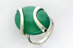 Кольцо с зеленым сердоликом