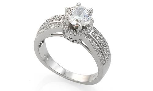 Серебряное помолвочное кольцо с фианитами