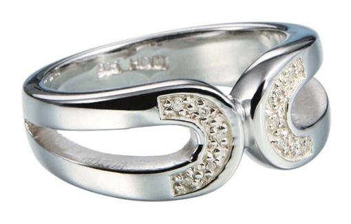 Серебрянное кольцо с камнями