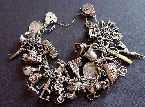 Серебряный браслет с различными подвесами