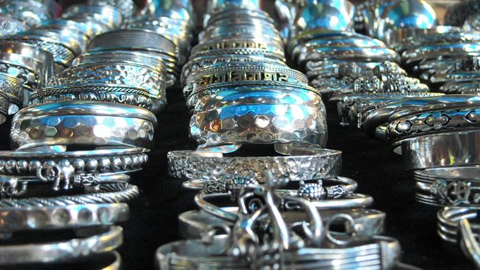 Браслеты, сделанные из серебра