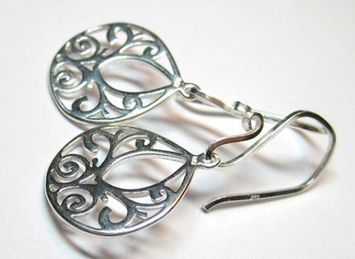 Серебряные сережки.
