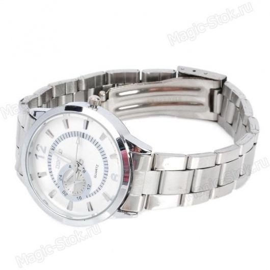 Стильные женские серебряные часы.