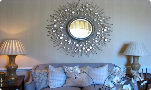 Серебряное зеркало в спальне