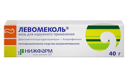 Левомеколь дополнительно вытягивает гнойные выделения, ускоряет очищение и заживление раны