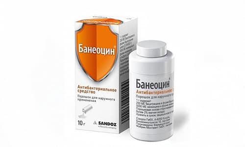 Банеоцин в форме порошка наносят непосредственно на мокнущую рану тонким слоем, закрывать обработанную поверхность бинтами не рекомендуется