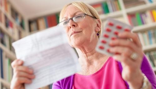 Изучение инструкции лекарств перед их применением